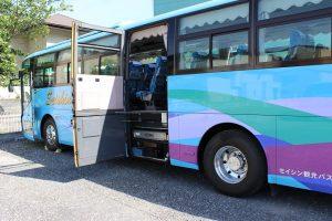 リフト付大型観光バスを見てきました